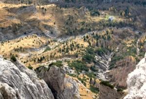 I torrenti segnano i pendii dei monti (abcdolomiti.com ©)