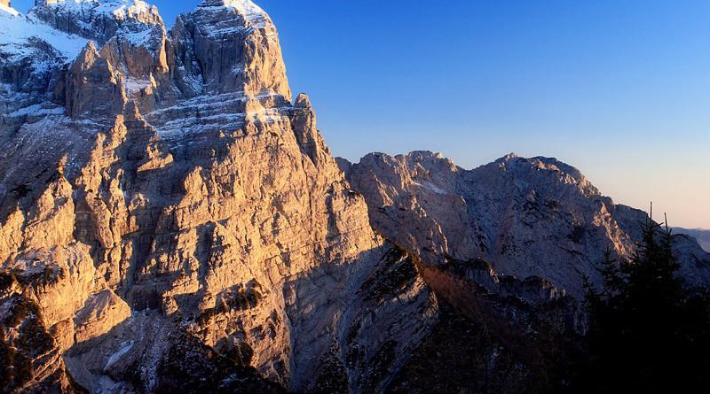 Le piu' belle immagini delle Dolomiti: il Burel, nel gruppo della Schiara, una delle tre pareti più alte delle Dolomiti.