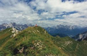 In cima al Monte Brandol nel Parco Nazionale Dolomiti Bellunesi dopo la salita ai Piani Eterni