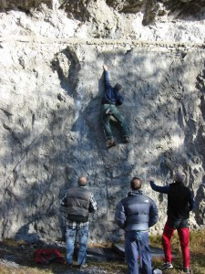 Nella foto a destra Cattarossi chiude il blocco più duro.