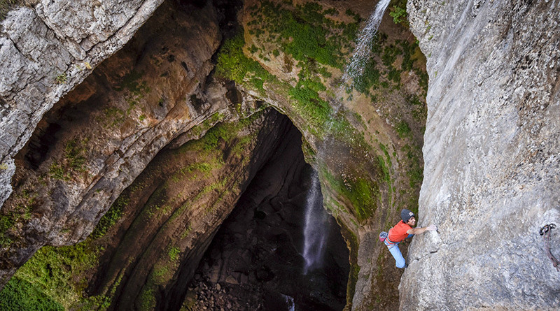 David Lama al Baatara Gorge (Corey Rich / Red Bull Content Pool)