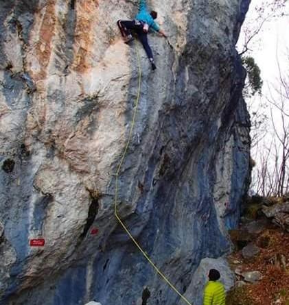 In arrampicata al Mas (foto E. Cassol)