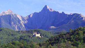 La meravigliosa forma del Pizzo d'Uccello, nelle Alpi Apuane