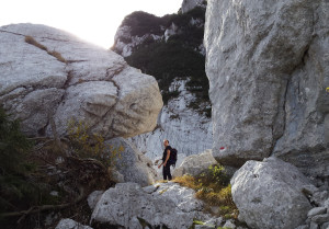 Via Normale di salita al Monte Musi: circo glaciale ingombro di massi.
