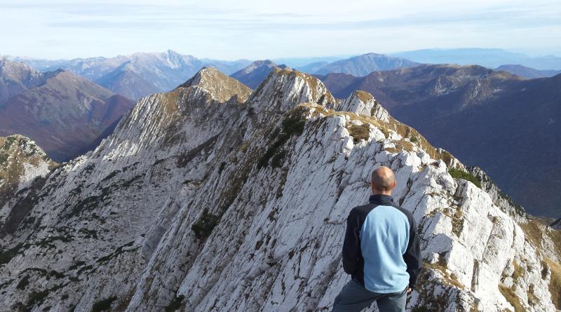 Panorama verso est dal Monte Musi Cima Est.
