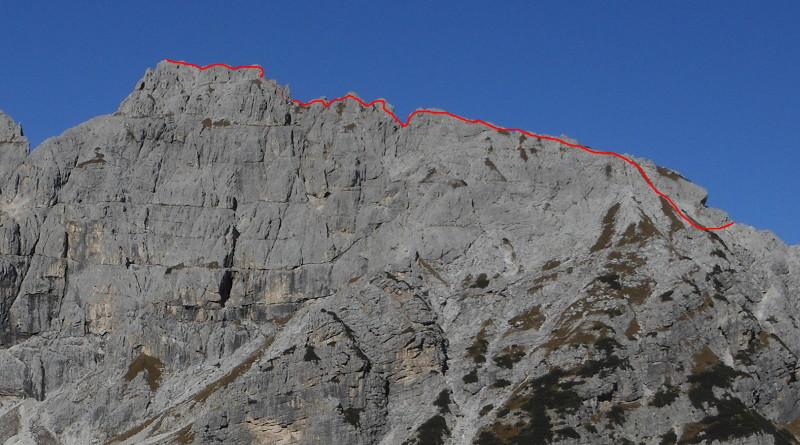 Sasso delle Undici, Gruppo del Cimonega, Dolomiti Feltrine: tracciato via normale dal Passo del Comedon.