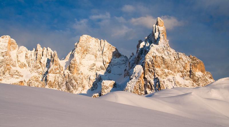 Le piu' belle immagini delle Dolomiti: la Cima della Vezzana e il Cimon della Pala in veste invernale, in una foto di Nicolò Miana
